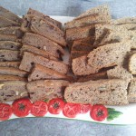 Zweierlei selbstgebackenes Brot